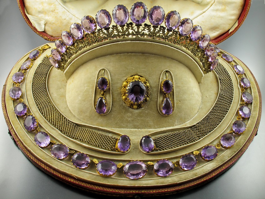 Tiara. A yellow gold and amethyst parure.
