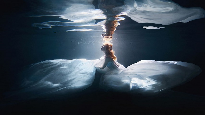 Under water love stories