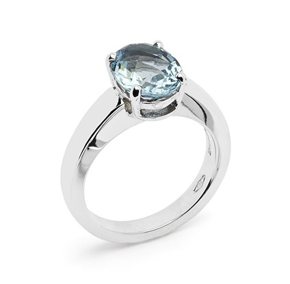 Dixie Ring aquamarine simply held by 4 claws in a ring with a classic design