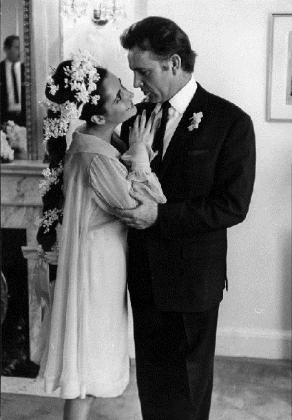 1964 Elizabeth Taylor married Richard Burton