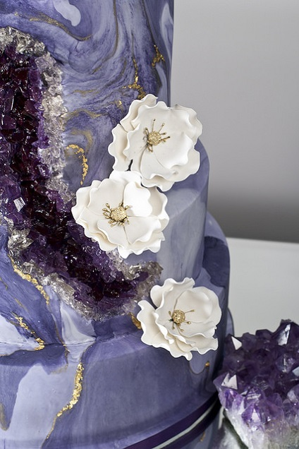 Geode wedding cake detail